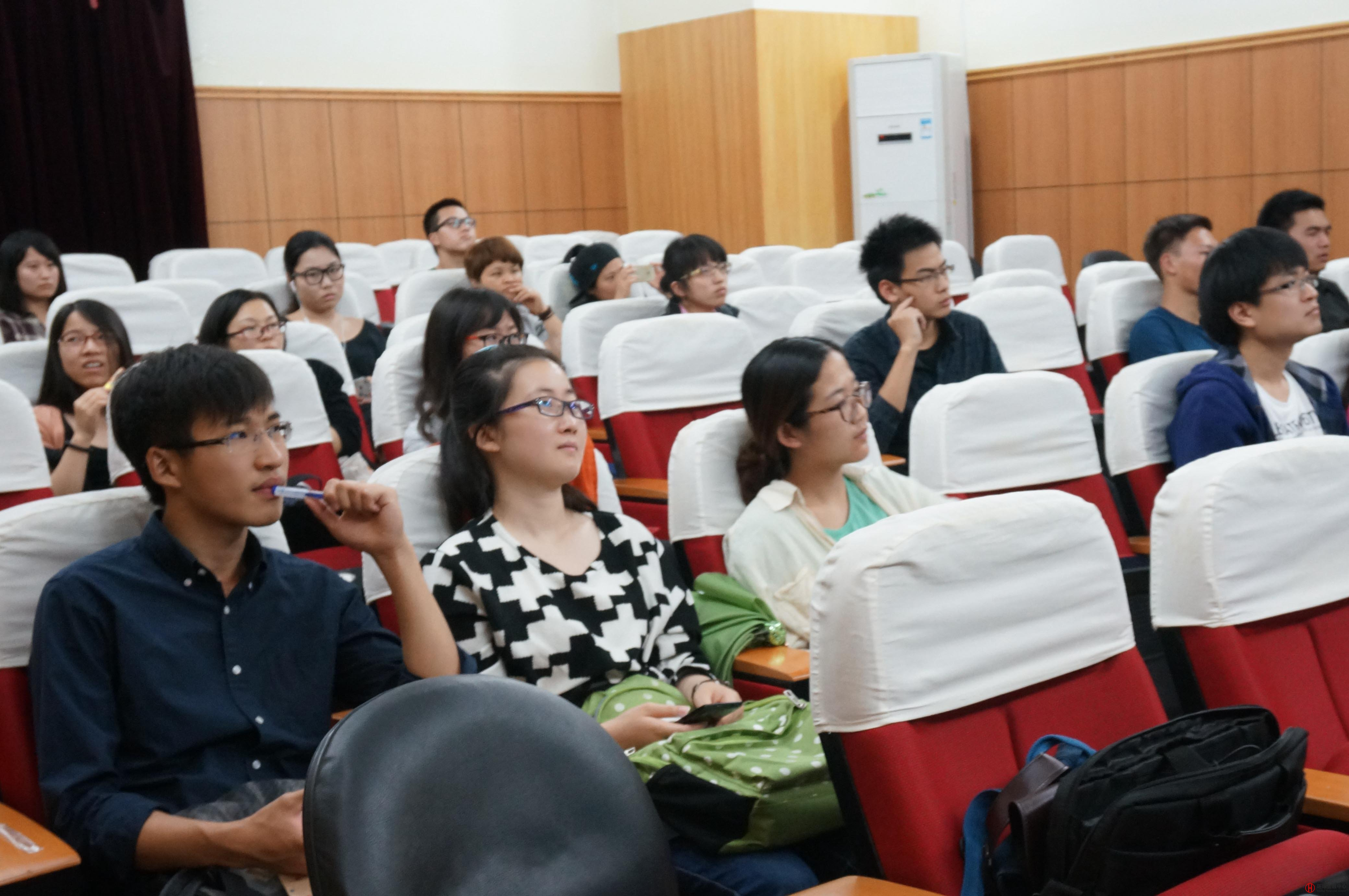 <b>上海外国语大学邀请张泽华讲授网络营销</b>